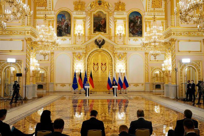 Merkel und Putin im Alexandersaal