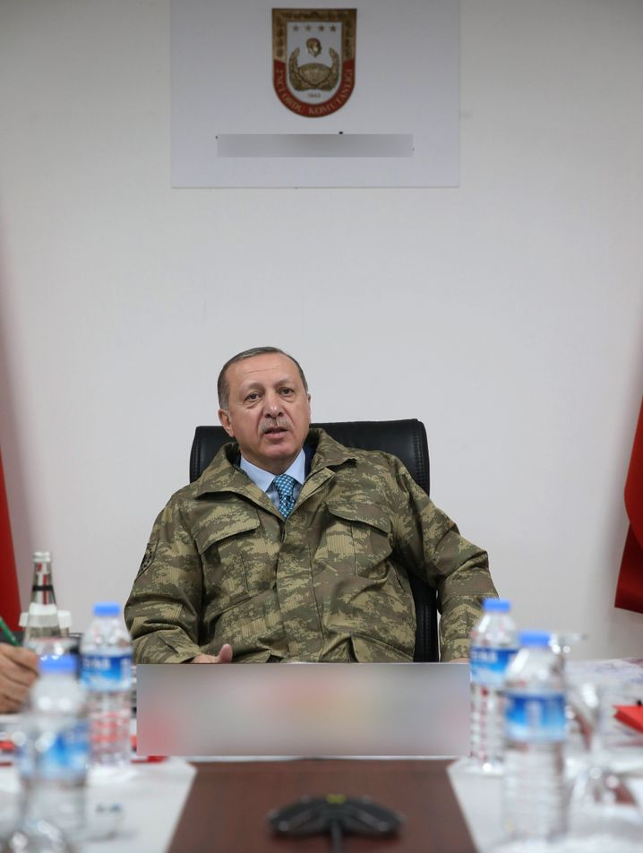 Erdogan bei Treffen mit Kommandeuren
