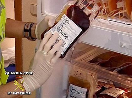 """Spanish police seized over 100 bags of blood during the """"Puerto"""" operation."""