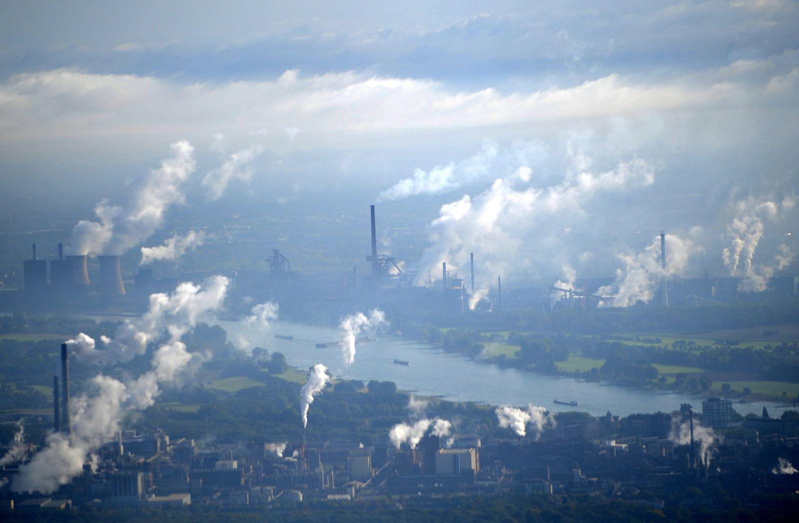 Emissionshandel - Schornsteine und Kühltürme