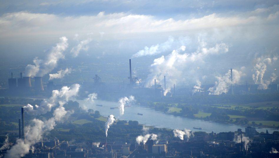 Fabrikschlote im Ruhrgebiet: drastischer Kurswechsel notwendig