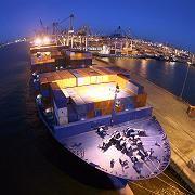 Containerschiff im Hamburger Hafen: Abbruch des Aufschwungs nicht zu befürchten