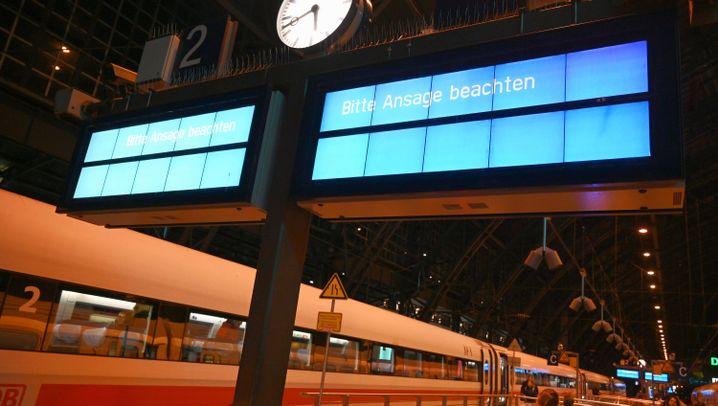 Warnstreiks bei der Bahn: Chaos auf allen Bahnhöfen