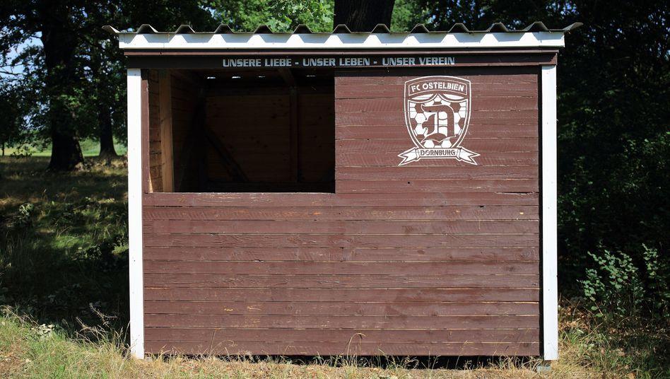Hütte des Fußballvereins Ostelbien Dornburg: Sie ist braun-weiß