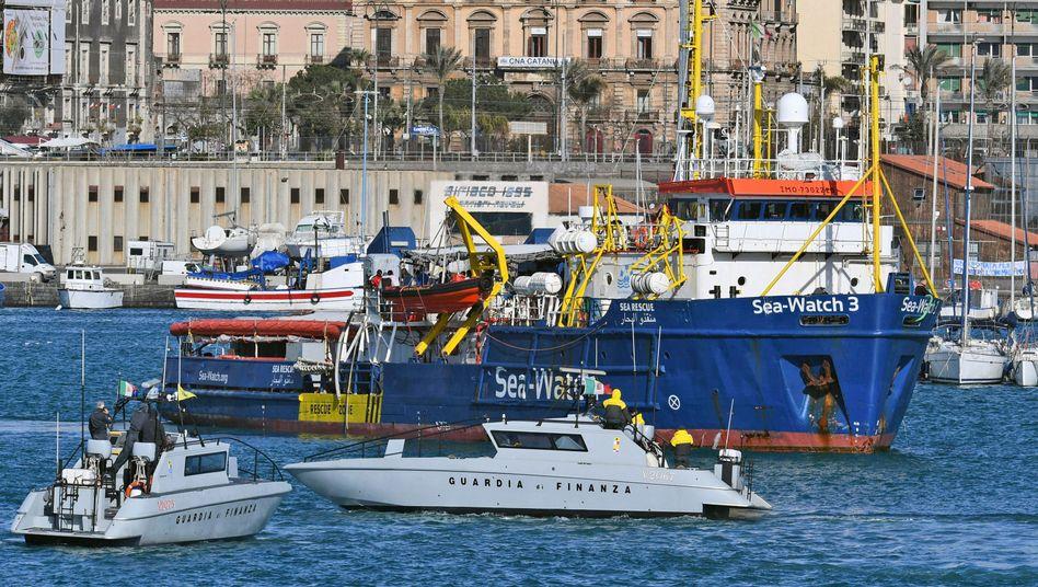 "Rettungsschiff ""Sea-Watch 3"" kommt mit 47 Migranten an Bord in Italien an"