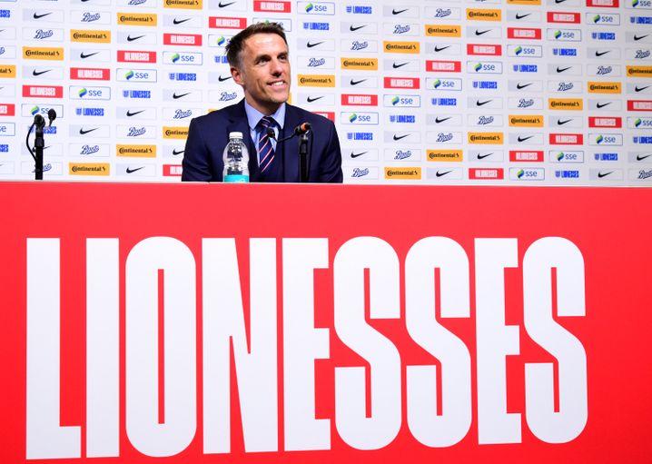 Nevilles Berufung zum englischen Nationaltrainer war bereits kritisch verfolgt worden, weil er keine Vorerfahrung aufwies (Foto vom Mai 2019)