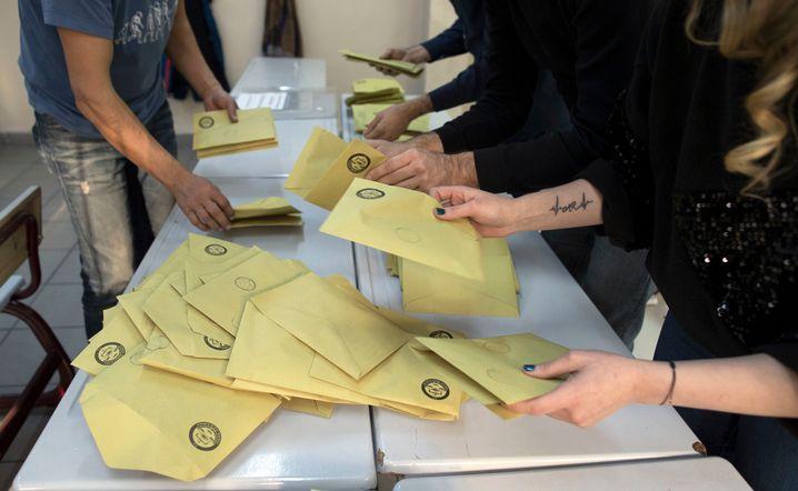 Stimmzettel der Kommunalwahl in Istanbul