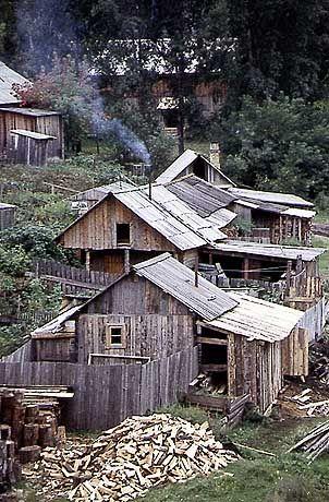 Holzhäuser in sibirischen Dörfern