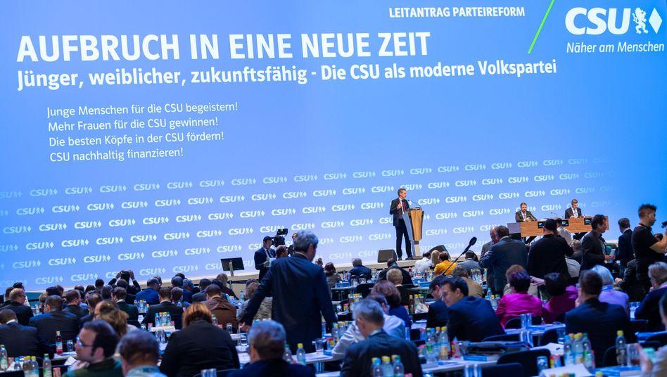 CSU-Parteitag: Heftige Kritik an Reformplänen des Parteivorstands