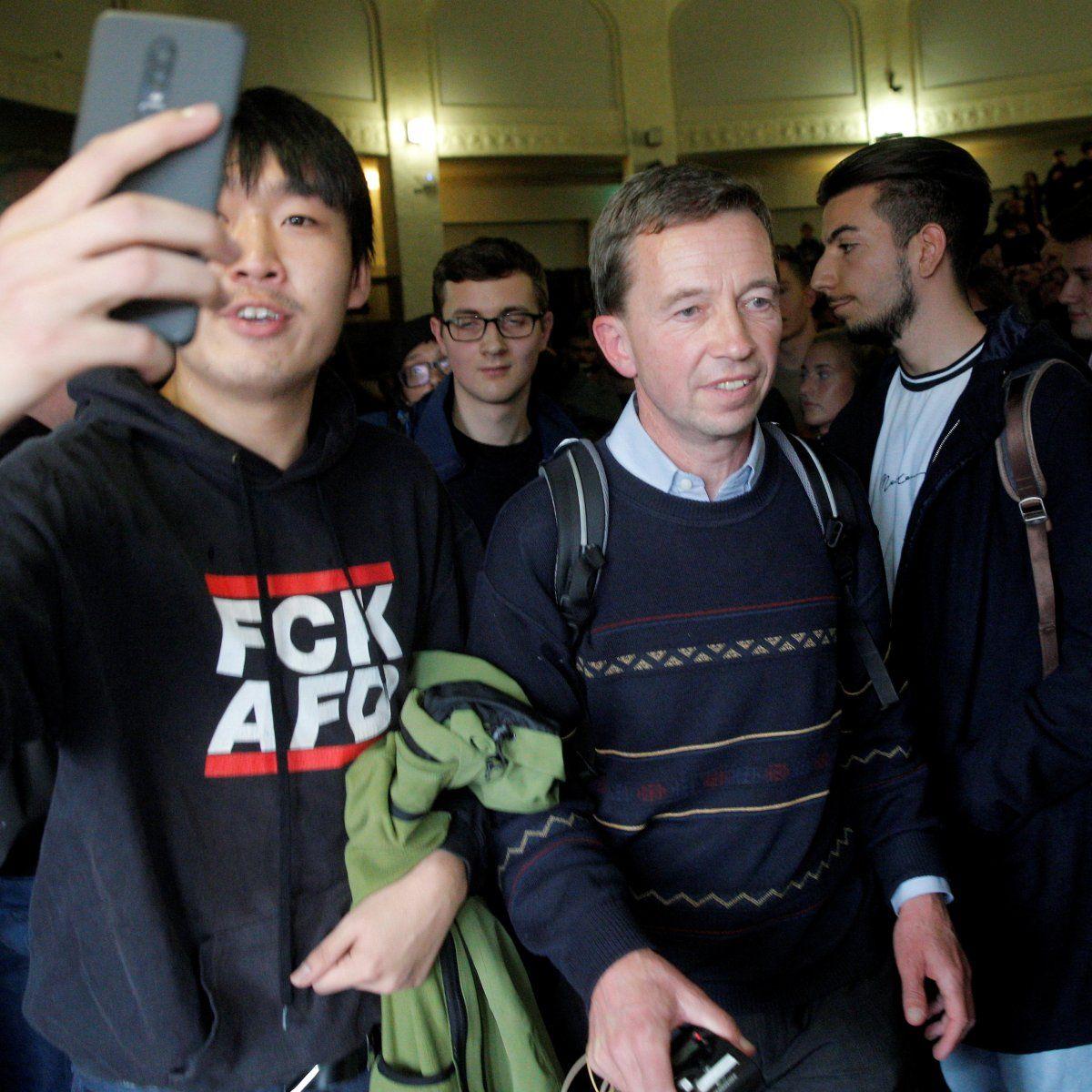 EINMALIGE VERWENDUNG AfD-Mitgründer Lucke hält erste Uni-Vorlesung
