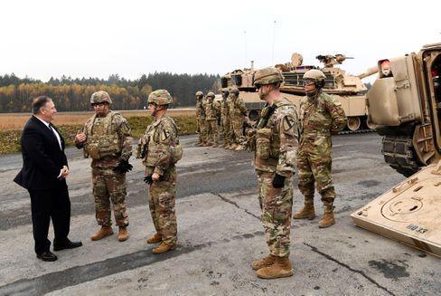 Mike Pompeo bei einem Besuch der US-Militärbasis Grafenwöhr, Deutschland (2019)