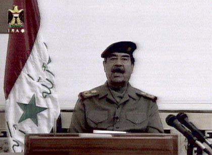 Saddam Hussein bei einer Fernsehansprache am Freitag