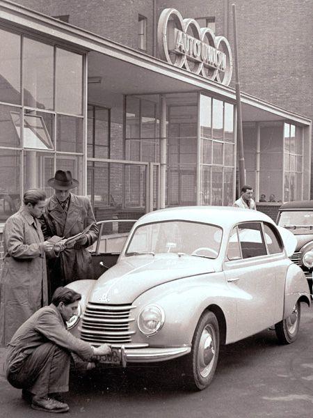 DKW Meisterklasse: Die Stromlinienform stammte noch aus der Vorkriegszeit, die technische Basis ebenso. Doch das Auto, das 1950 erschien, wurde in diversen Varianten noch bis 1964 gebaut