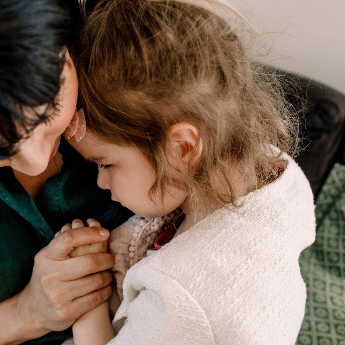 Trauerbegleiterin im Interview: Wie spricht man mit Kindern über den Tod?