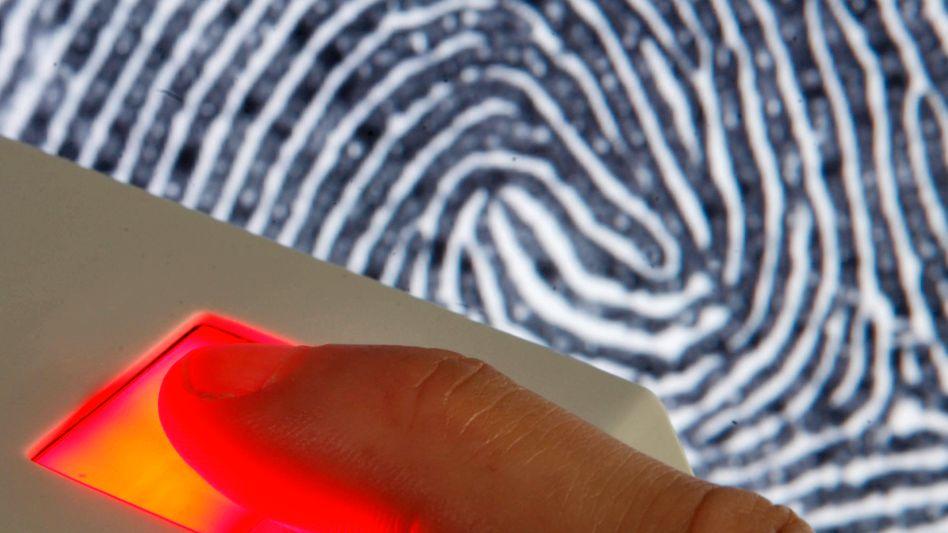 Die Speicherung von zwei Fingerabdrücken auf dem Personalausweis soll künftig verpflichtend sein