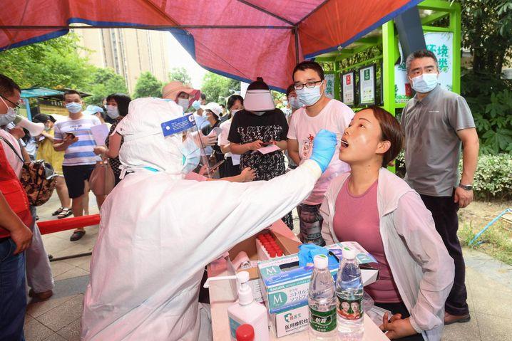 Corona-Station in Wuhan: Elf Millionen Einwohner zum Test, bitte!