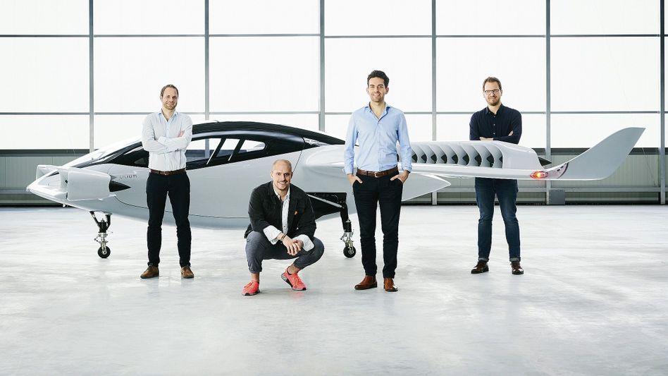 Lilium-Gründer, Firmenchef Wiegand (3. v. l.): Es sind noch immer viele Konjunktive im Spiel