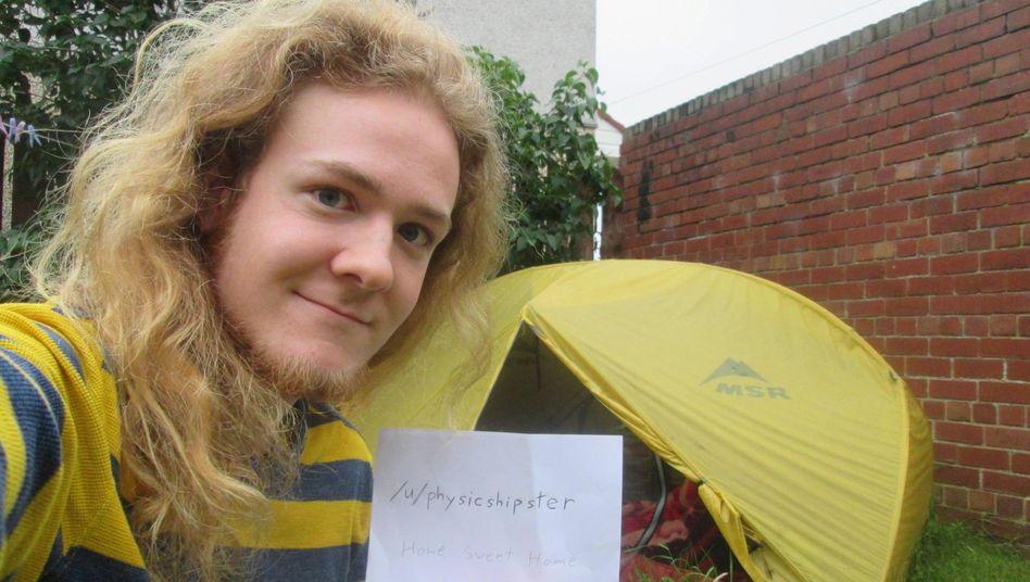 Physik-Student Evan Eames hat zehn Monate lang in diesem Zelt im englischen Stockport gelebt