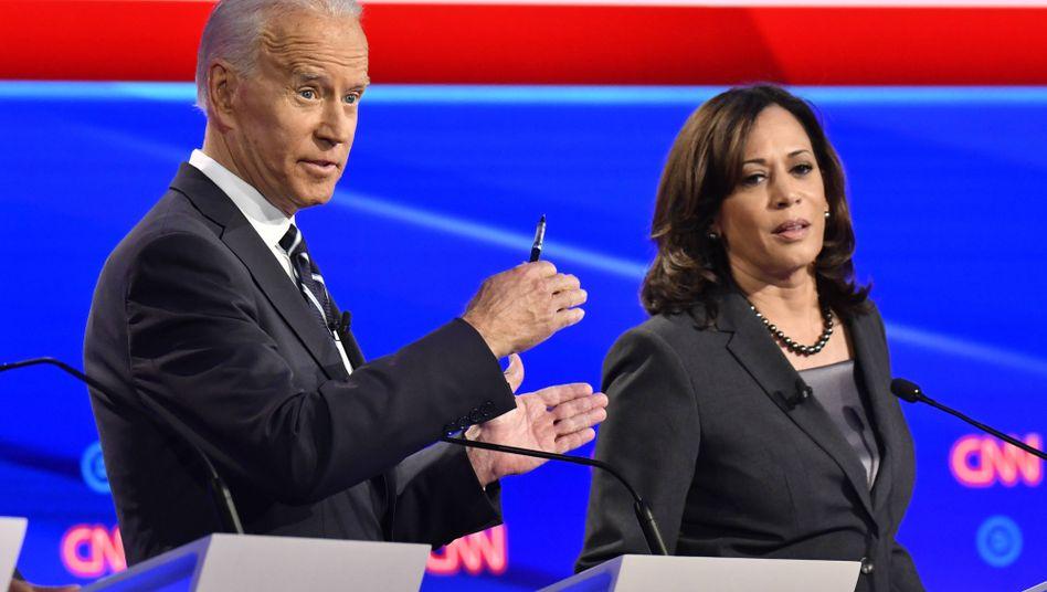 Joe Biden mit Kamala Harris (Archivaufnahme vom Juli 2019)