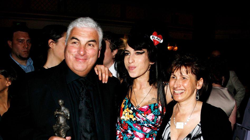 Amy Winehouse mit ihren Eltern: »Janis und Mitch waren da, die ganze Zeit«