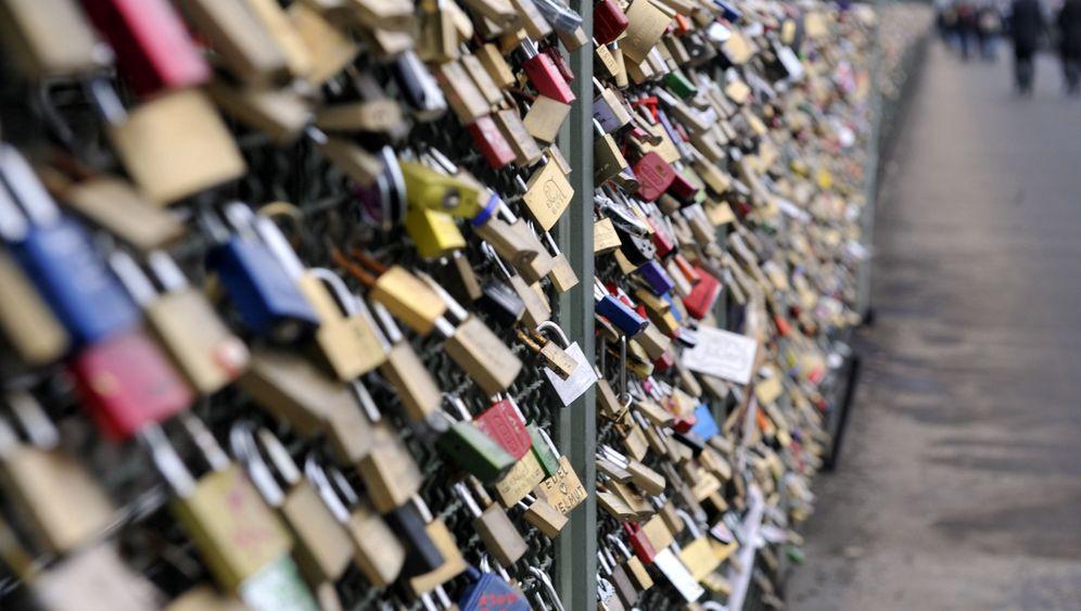 Kunstprojekt Lovepicking: Liebesschlösser werden gehackt