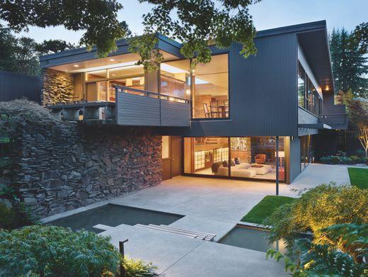 Die Dowell Residence in Seattle wurde 1953 von Paul Hayden Kirk gebaut. Rund 40 Jahre später war das Haus für knapp 400.000 US-Dollar auf dem Markt. 2014 stand es erneut zum Verkauf, diesmal für 1,5 Millionen US-Dollar.