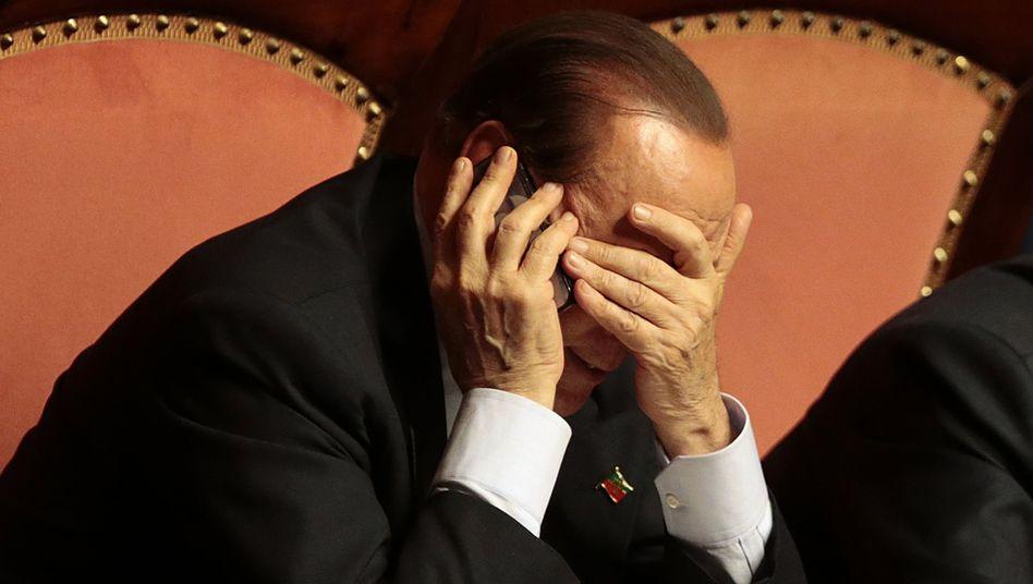 Politiker Berlusconi: Schwerer Stand in Italien