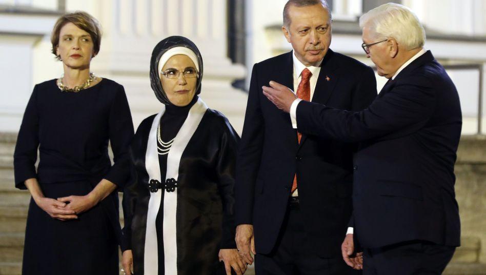 Präsidenten Steinmeier (rechts) und Erdogan mit Gattinnen