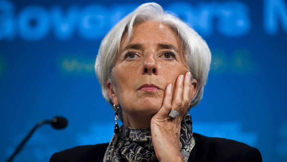 International Monetary Fund head Christine Lagarde has told Greeks to start paying their taxes.