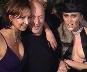 Gastgeberin Kate Merkle (l.) mit Produzent von Vietinghoff (m.) und einem Model