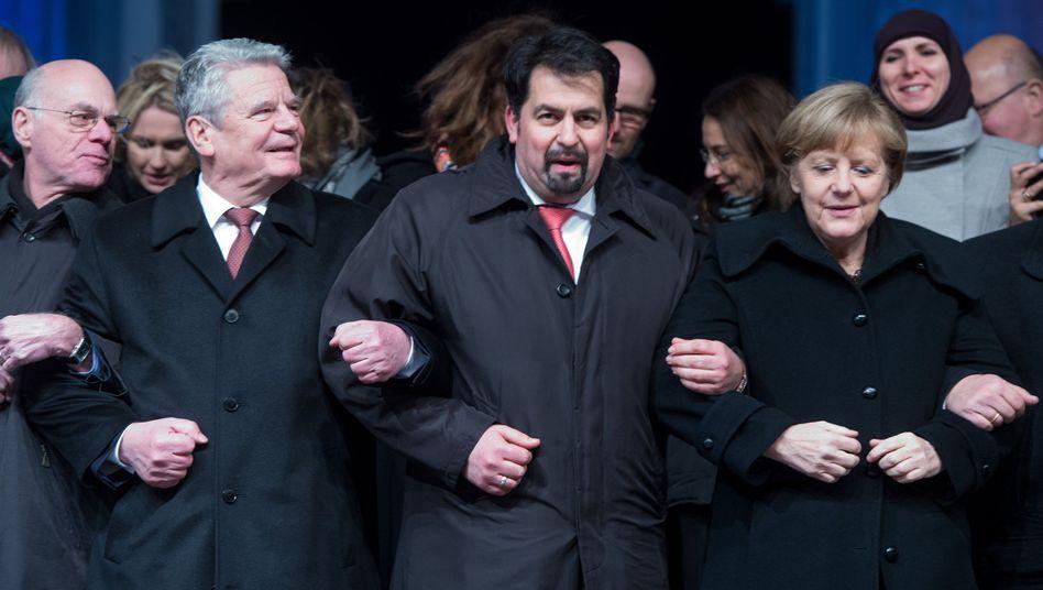 """Lammert, Gauck, der Vorsitzende des Zentralrats der Muslime, Mazyek, und Merkel: """"Der Islam gehört inzwischen auch zu Deutschland"""""""