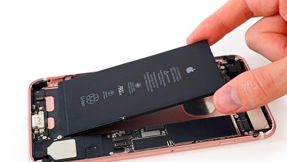 iPhone 7 Plus beim Reparaturtest von iFixit