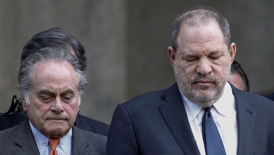 Benjamin Brafman (links) und Harvey Weinstein verlassen das Gericht in New York im Dezember 2018