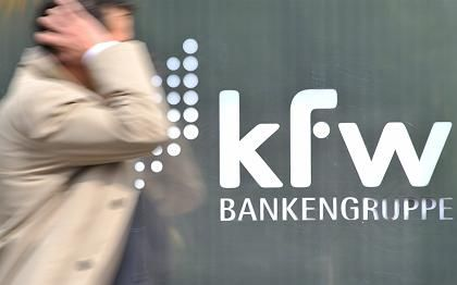 KfW-Logo (vor der Zentrale in Frankfurt): Hohe Verluste befürchtet