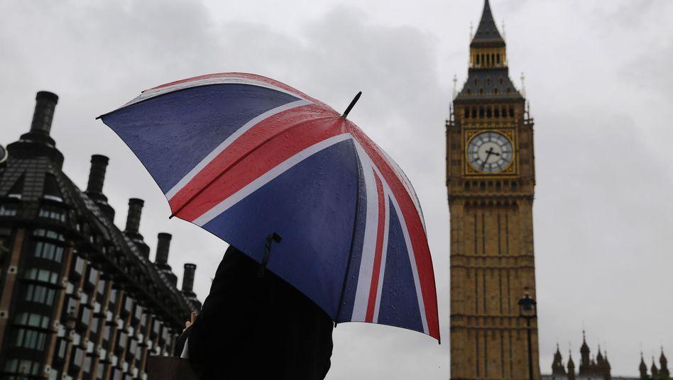 Blick auf Big Ben. Sollen die Glocken läuten?
