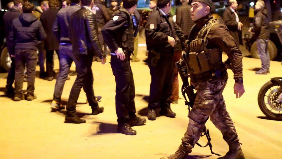 Polizisten am Anschlagsort (Archivbild vom 10. Dezember 2016)