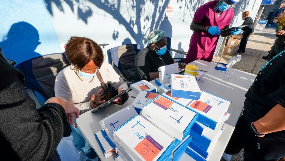 In New York werden Informationen zu Personen aufgenommen, die sich auf das Coronavirus testen lassen