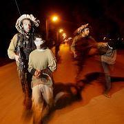 Rückzug: Israelische Soldaten führen junge Palästinenser aus dem Gaza-Streifen ab