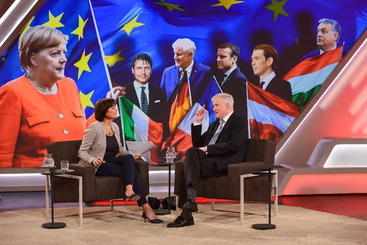 Maischberger und Seehofer im TV-Studio