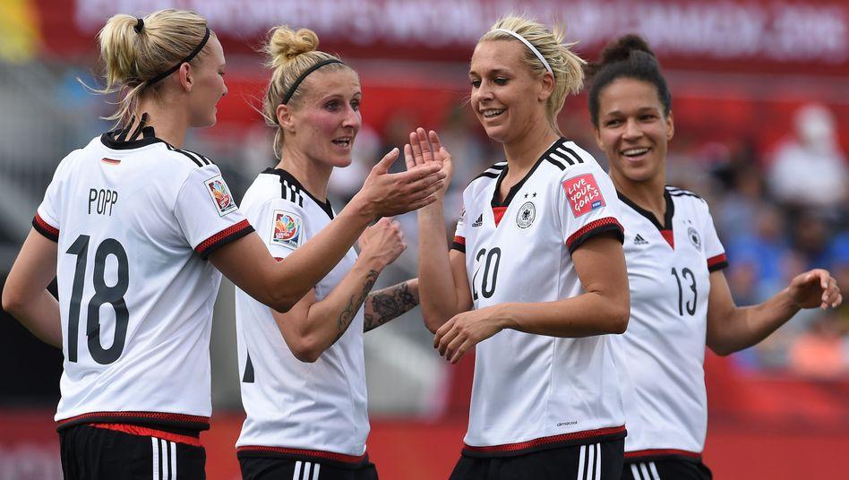 Freude beim deutschen Team: Gegen die Elfenbeinküste deutlich gewonnen