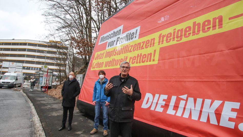 Linken-Parteichef Riexinger vor der Biontech-Fabrik in Marburg