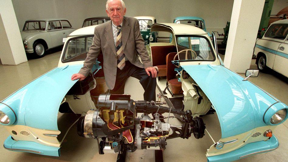 """Werner Lang auf einem Foto von 1997: Der """"Vater"""" des Trabant 601 ist tot."""
