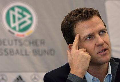 Teammanager Bierhoff: Handy und Reisepass weg