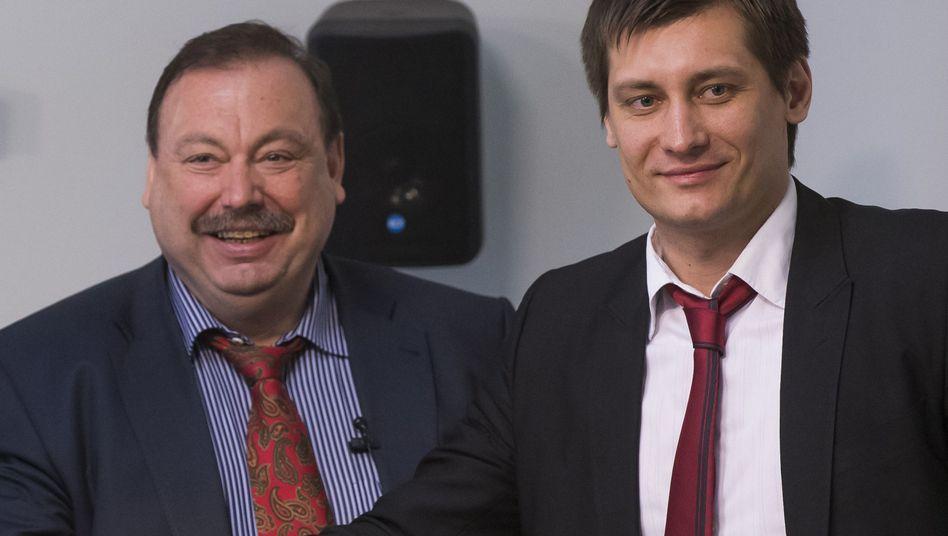 Gennadij Gudkow mit Sohn Dimitrij: Vor die Tür gesetzt