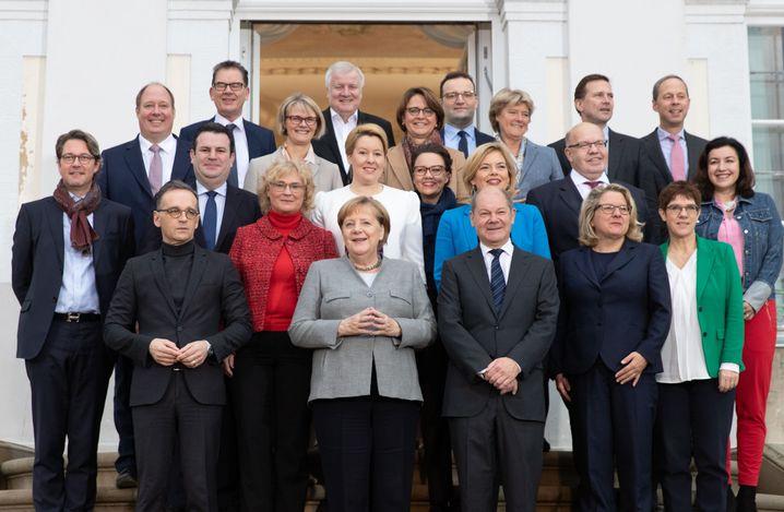 """Ministerinnen und Minister in der Bundesregierung: """"Wo hat der Bund seine Mittel nicht regelkonform eingesetzt?"""""""