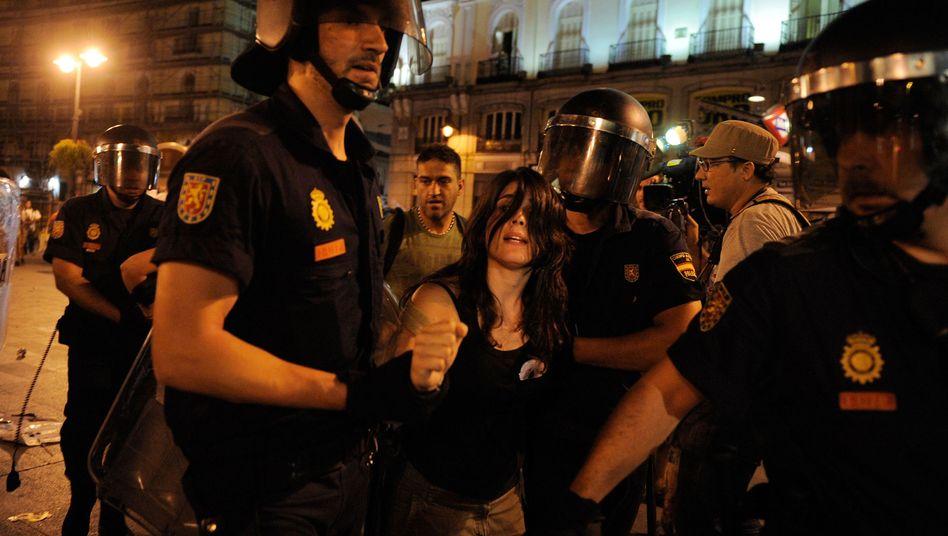 Weltjugendtag in Madrid: Spanische Polizei greift gegen Papst-Gegner durch