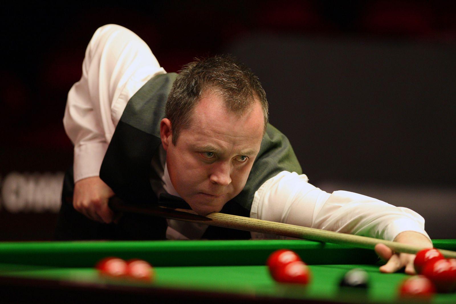 John Higgins spielt Snooker