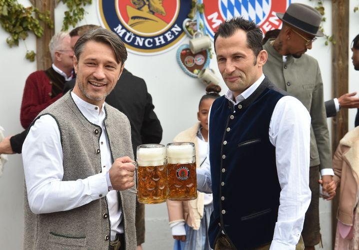 Gute Laune trotz Niederlage: Bayern-Trainer Niko Kovac und Sportdirektor Hasan Salihamidzic