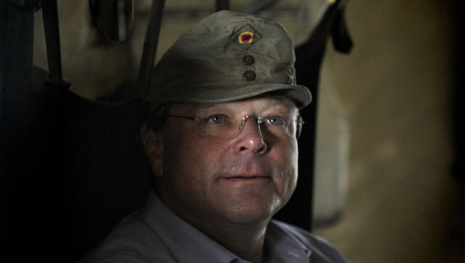 """Niebel 2011 mit Gebirgsjägermütze: """"Mehr als ein Jahr ist eine ausreichend lange Zeit"""""""