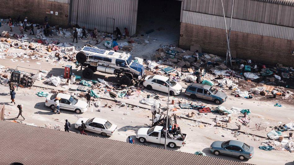 Nach Plünderungen südlich von Durban in der Provinz KwaZulu-Natal (Aufnahme vom 15.7.2021)